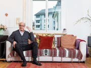Will wieder mehr im Haushalt machen: Louis Schelbert in seinem Wohnzimmer. (Bild: Eveline Beerkircher (Luzern, 22. Februar 2018))