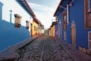 Fast idyllisch wirken diese Häuserreihen in der hektischen Millionenstadt Bogotá. (Bilder: LSO und Simon Bordier)