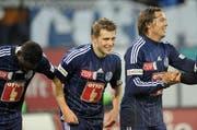 Der Neue FCL Captain Claudio Lustenberger (mitte) mit den Teamkollegen Sally Sarr und Adrian Winter. (Bild: Pius Amrein/Neue LZ)