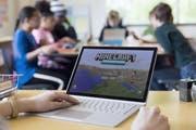 Populäre Spiele wie «Minecraft» haben teils spezielle Versionen, mit denen Kinder im Unterricht lernen können. (Bild: Microsoft)