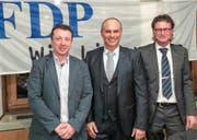 Gerado Cicchetti, neues Mitglied der FDP-Geschäftsleitung, der nominierte Regierungsratskandidat Roland Emmenegger und Franz Arnold, Präsident der FDP Hochdorf (v.l.)