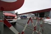 Die Halle 44 in Baar musste evakuiert werden. (Bild: Stefan Kaiser / Neue ZZ)