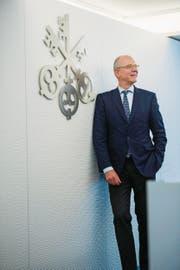 Martin Blessing beim Sitz der UBS am Luzerner Bahnhofplatz. (Bild: Dominik Wunderli (Luzern, 10. März 2017))