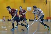 Die Unihockeyaner von Ad Astra Sarnen im schwarz-roten Dress, hier im Cupspiel gegen UH Mittelland. (Bild: Pius Amrein / Neue LZ)