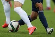 Beim Fussball darf sehr wohl gekämpft werden. Aber nur nach den Regeln der Kunst und um den Ball. (Bild: Philipp Schmidli / Neue LZ)