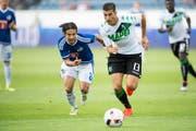 Haben den Ball fest im Blick: Der Luzerner Jahmir Hyka und der Italiener Federico Peluso (rechts). (Bild: Keystone)