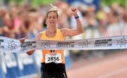 Laura Hrebec aus Collombey-Muraz VS laeuft als Erste ins Ziel und wird Schweizer Meisterin im Halbmarathon. (Bild: swiss-image.ch / Michael Buholzer)