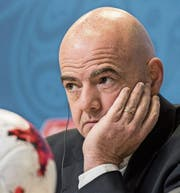 Fifa-Präsident Gianni Infantino sieht sich einmal mehr Angriffen ehemaliger Aufseher ausgesetzt. (Bild: EPA (St. Petersburg, 2. Juli 2017))
