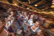 Das Lozärner Oktoberfest ist bereits seit einer Woche im Gang – das Bier fliesst im Eiszentrum noch bis zum 23. September. (Bild: Pius Amrein (Luzern, 14. September 2017))