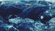 Wasser ist bei uns eine Selbstverständlichkeit, deshalb gehen wir mit ihm sehr verschwenderisch um, oft ohne es zu wissen. (Bild: EyeEm/Getty)