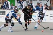 Die Oberwiler mit Tim Müller (am Ball) gewinnen gegen Grenchen-Limpachtal. (Bild Roger Zbinden)