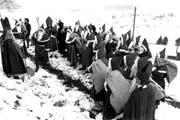 Am 26. November 1987 liessen die Initianten im Rothenthurmer Hochmoor Samichläuse aufmarschieren. (Archivbild Keystone)