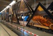 Die Kapellbrückenbilder-Kopien, hier aufgehängt an der Luga im April 2009. (Bild Roger Grütter/Neue LZ)