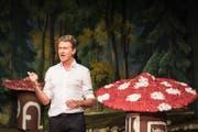 Rob Spence unterhielt die Fasnächtler in der Schützenmatt in Menzingen bestens (Bild: Christian H. Hildebrand (Zuger Zeitung))