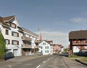 Der Zweiradfahrer war auf der Gotthardstrasse auf dem Trottoir unterwegs. (Bild: Google Street View)