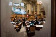 Krankenkassenvertreter würden den Nationalratssaal nur noch von aussen sehen. (Bild: Peter Schneider/Keystone (Bern, 28. Februar 2017))