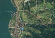 Auf der Axenstrasse Richtung Sisikon kam es am Montagmorgen zu einem Auffarunfall. (Bild: Google Maps)