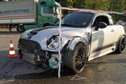 Einer der beiden Unfallfahrzeuge. (Bild: Zuger Polizei)