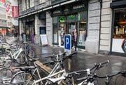 Die Rigi-Apotheke muss wohl einem Uhren- oder Schmuckladen weichen. (Bild: Manuela Jans-Koch (Luzern, 14. Januar 2017))