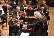 Kurz vor dem Wechsel zum London Symphony Orchestra: Simon Rattle dirigiert die Berliner Philharmoniker im KKL. (Bild: Lucerne Festival/Peter Fischli (Luzern, 31. August 2017))
