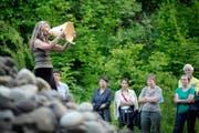 Eines von zahlreichen Beispielen für Kultur auf dem Land: Franziska Wigger beim Stimmen-Festival Ettiswil. (Bild: Pius Amrein / Neue LZ)