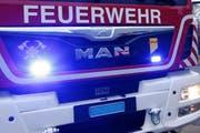 Zentralschweiz Die Feuerwehr ist vor Ort, um den Brand zu löschen. (Bild: Werner Schelbert)
