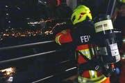 Die Feuerwehrleute fuhren mit der Cabrio-Bahn zur Bergstation am Stanserhorn. (Bild: Stützpunktfeuerwehr Stans)