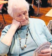 Judith Kühn-Baggenstos, Gersau, mit 91 Jahren die älteste Jasserin. (Bild: Ernst Immoos)