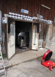Die Feuerwehr machte den Stall rauchfrei. (Bild Feuerwehr Cham)