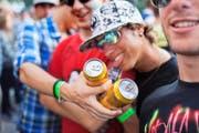 Jugendliche prahlen mit Alkohol. (Bild: Keystone/Martin Rütschi)