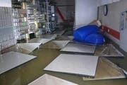 Das Stellwerk-Gebäude in Schindellegi stand einen halber Meter unter Wasser. (Bild SOB)