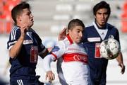 Freuler hat das Nachsehen gegen den starken Christofi vom FC Sion. (Bild: Laurent Gillieron / Keystone)