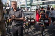 Der Stadtrat Adrian Borgula informiert über das Mietsystem. (Bild: Boris Bürgisser, Luzern, 23. Juni 2017)