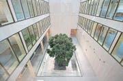 Der gedeckte Innenhof des Pflegezentrums Baar ist einer der Schauplätze der «Sommerklänge» 2017.