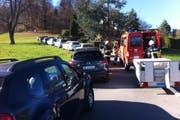 Die Feuerwehr musste sich ihren Weg durch die Autos suchen. (Bild: Leserbild / Jean-Philippe Cremona)