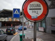 Die Zahl der Grenzgänger in der Schweiz eilt von Rekord zu Rekord. Eine besonders kräftige Zunahme gab es im 3. Quartal erneut im Tessin. (Themenbild) (Bild: KEYSTONE/MARTIN RUETSCHI)