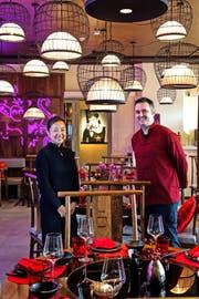 Jiayin und Lukas Achermann-Liu im Restaurant Jialu.Bild: Nadia Schärli (Luzern, 21. November 2016)