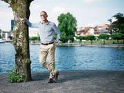 Der ehemalige Zuger Regierungsrat Patrick Cotti am Ufer des Zugersees. (Bild: Stefan Kaiser (Zug, 31. Mai 2017))