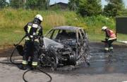 Das Fahrzeug erlitt Totalschaden. (Bild: Luzerner Polizei (Neuenkirch, 22. Juni 2017))