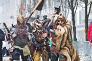 Ihnen geht man freiwillig aus dem Weg: Simon, Silvan und Daniel im Mittelalteroutfit. (Bild: Dominik Wunderli)