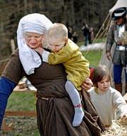 Familie Balmer aus Zürich alias «Bellenz 1478» verbringt das Wochenende auf dem Obergütsch. (Bild: Nadia Schärli)