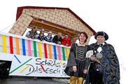 Von links: Charly, Laura, Rahel, Beat und Sebastian sowie das Zunftpaar Thomas und Monika. (Bild: Philipp Schmidli /Neue LZ)