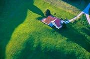 Im Rahmen der Steuerreform sollen Landwirte bei Grundstücksverkäufen bessergestellt werden (Symbolbild). (Bild: Keystone/Martin Ruetschi)