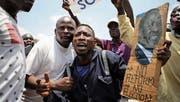 Oppositionsanhänger protestieren in Nairobi mit dem Slogan «Keine Reform, keine Wahlen». (Bild: Bryan Jaybee/Getty (11. Oktober 2017))