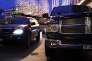 Auf Zuger Strassen sind viele Autos unterwegs. (Bild: Christof Borner-Keller)