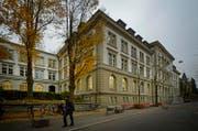 Die Luzerner Regierung stellt aufgrund der hohen Mietkosten den Standort Musegg als Kantonsschule infrage und denkt über einen Ersatzbau in Reussbühl nach. (Bild: Pius Amrein (Luzern, 22. November 2012))