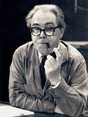 Max Frisch (hier im Jahr 1968), wie man ihn oft sah: mit markanter Brille und Pfeife. (Bild: Getty)