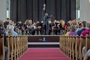 Jung, konzentriert, harmonisch: die Jugendmusik Inwil bei ihrem Auftritt in der Kirche St. Stefan in Sempach. (Bild: Pius Amrein / Neue LZ)