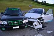Diese beiden Wagen sind beim Abbiegen ineinander gefahren. (Bild: Luzerner Polizei)