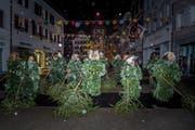 Der Tradition entsprechend zogen am Scmutzigen Donnerstag die Enzilochmannen mit ihren Tannli ins Städtli Willisau ein. (Bild: Nadia Schärli (Willisau, 8. Februar 2018))
